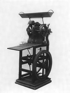 ドイツ製足踏式押印機