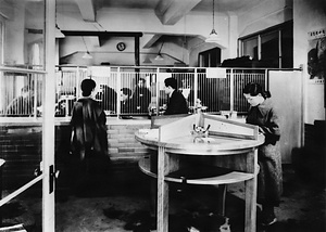 羽田飛行場内郵便局 窓口の情景
