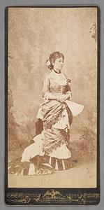 洋装の鍋島栄子像 ようそうのなべしまながこぞう