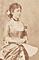 洋装の鍋島栄子像