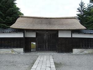 旧笹川家住宅(新潟県西蒲原郡味方村) 表門 ささがわけじゅうたく おもてもん