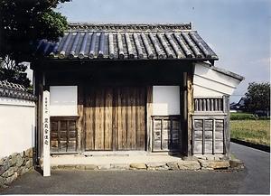 豊島家住宅(愛媛県松山市井門) 表門 としまけじゅうたく おもてもん